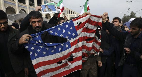 NATO tạm hoãn nhiệm vụ tại Iraq vì cái chết của tướng Soleimani - Ảnh 1.