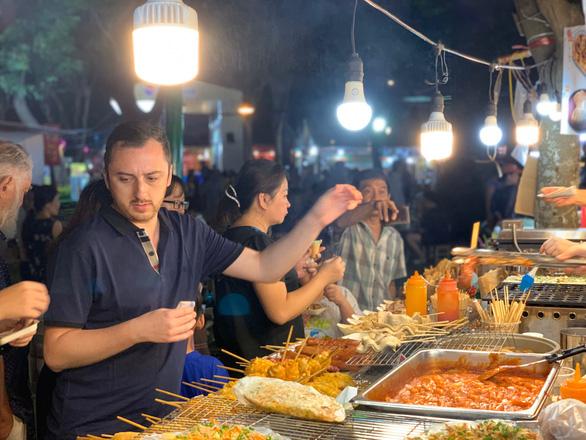 Lần đầu ăn Tết Việt: Tôi thực sự ngạc nhiên - Ảnh 8.