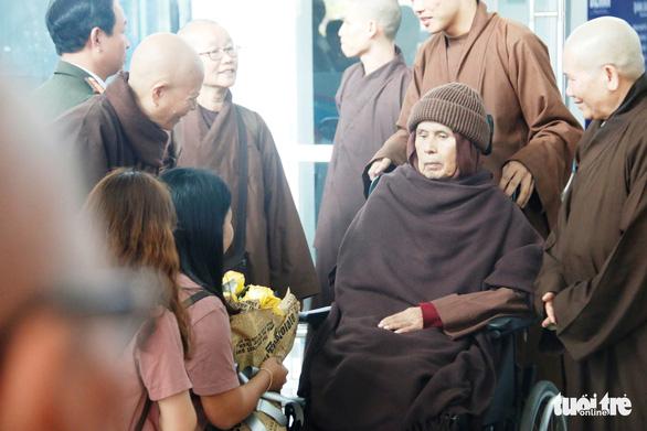 Thiền sư Thích Nhất Hạnh trở về Huế sau hơn một tháng tịnh dưỡng ở Thái Lan - Ảnh 4.
