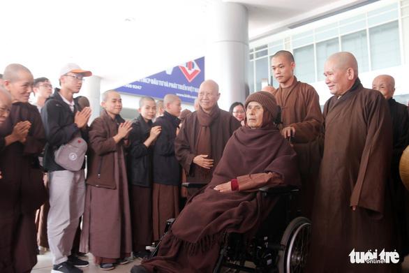 Thiền sư Thích Nhất Hạnh trở về Huế sau hơn một tháng tịnh dưỡng ở Thái Lan - Ảnh 1.