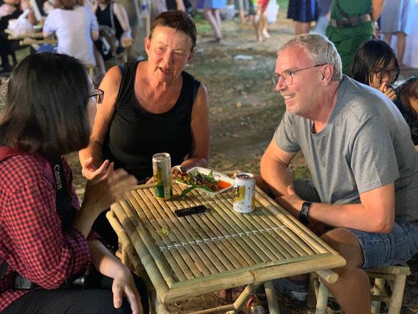 Lần đầu ăn Tết Việt: Tôi thực sự ngạc nhiên - Ảnh 6.