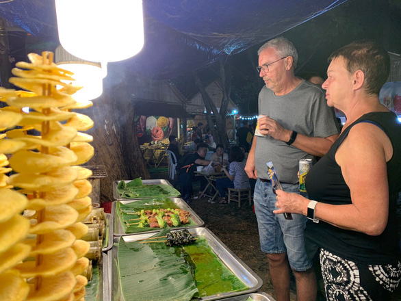 Lần đầu ăn Tết Việt: Tôi thực sự ngạc nhiên - Ảnh 7.