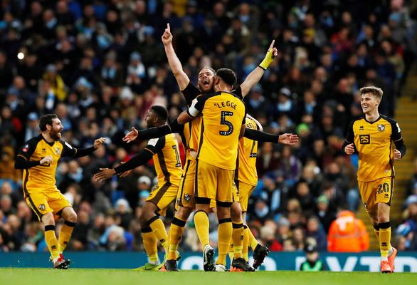 """Cúp FA: """"Man xanh"""" dễ dàng đi tiếp, """"Man đỏ"""" phải đá lại - Ảnh 2."""