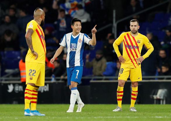 Ngôi sao Trung Quốc lập công khiến Messi và Barca mất vui đầu năm - Ảnh 1.