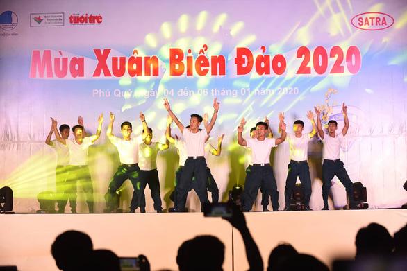Mùa xuân biển đảo 2020: Những chiến sĩ tuổi đôi mươi khoe tài hát, nhảy - Ảnh 3.