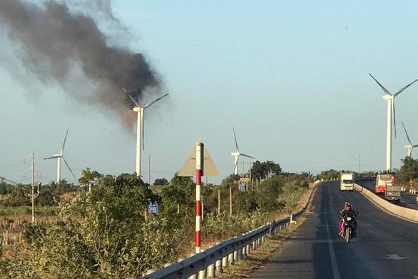 Tuôcbin điện gió đầu tiên bị cháy ở Việt Nam, thiệt hại lớn thế nào? - Ảnh 1.