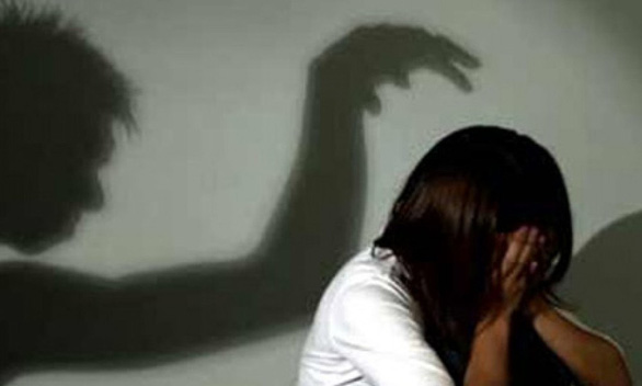 Yêu râu xanh vờ xin nước để hiếp dâm, cô bé 15 tuổi chống trả quyết liệt - Ảnh 1.