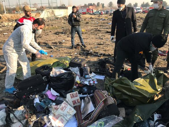 Ukraine xác định quốc tịch các nạn nhân vụ rơi máy bay ở Iran - Ảnh 2.