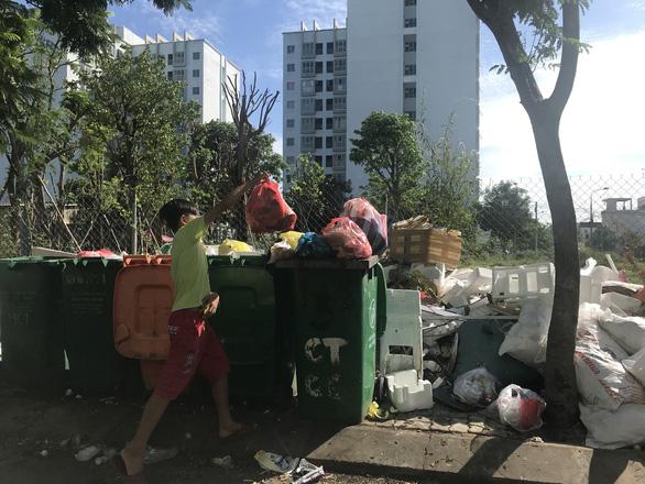 Rác quá kích cỡ ở Đà Nẵng phải đưa ra đường một tuần trước giao thừa - Ảnh 1.