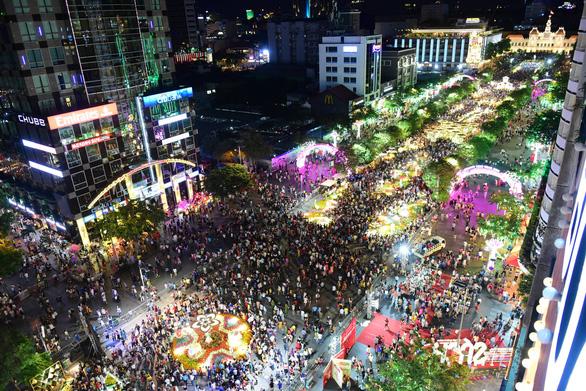 Địa điểm và giá giữ xe cho khách tham quan đường hoa Nguyễn Huệ - Ảnh 1.