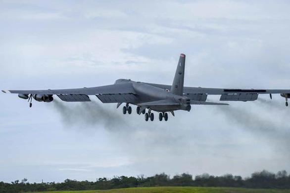 Mỹ điều máy bay ném bom B-52 chuẩn bị đối phó với Iran - Ảnh 1.