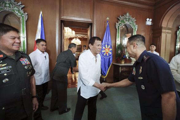 Tổng thống Duterte lệnh sẵn sàng sơ tán 1,2 triệu người Philippines ở Trung Đông - Ảnh 1.