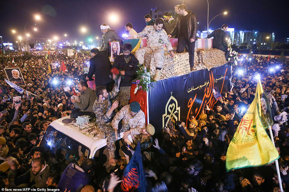 Người Iran thức trắng đêm khóc thương tướng Soleimani - Ảnh 2.