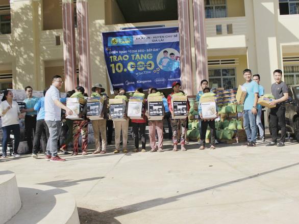 Điện Máy Xanh miệt mài hành trình trao 10.000 nồi Cơm dẻo - Bếp ấm - Ảnh 1.
