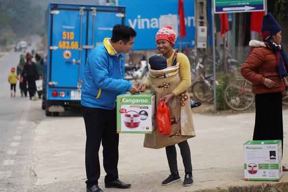Điện Máy Xanh miệt mài hành trình trao 10.000 nồi Cơm dẻo - Bếp ấm - Ảnh 5.
