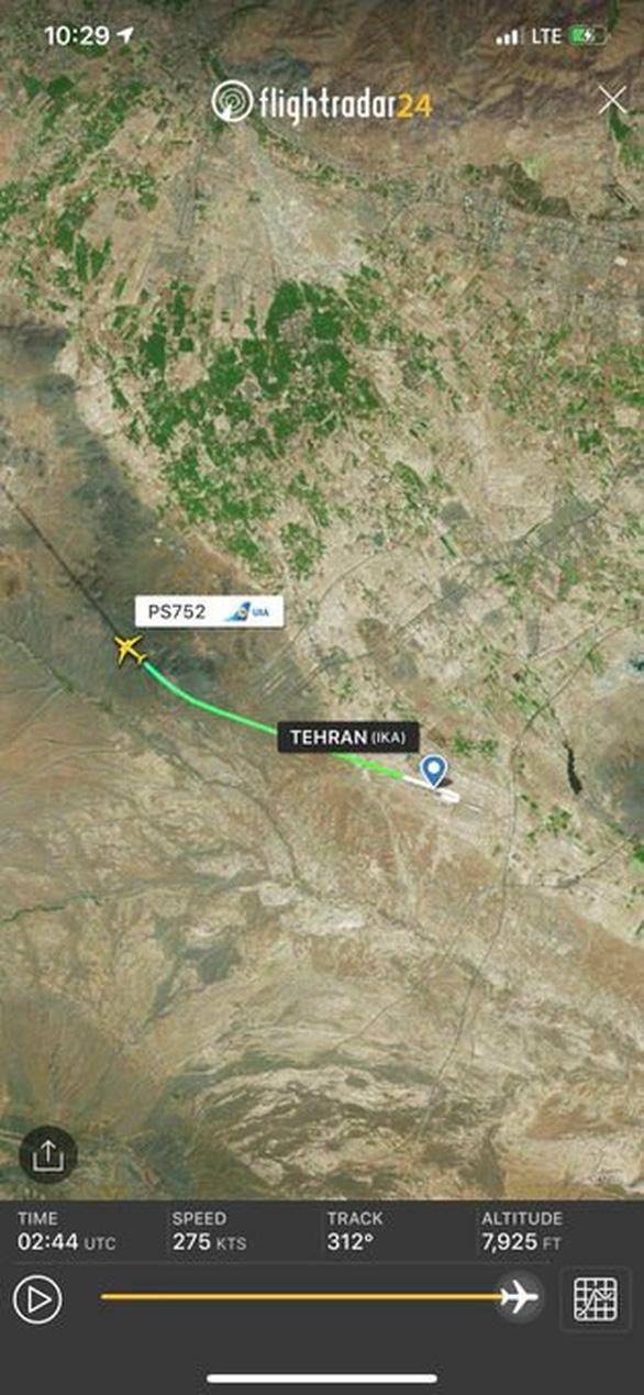 Máy bay Ukraine rơi ở Iran, 176 người thiệt mạng - Ảnh 3.