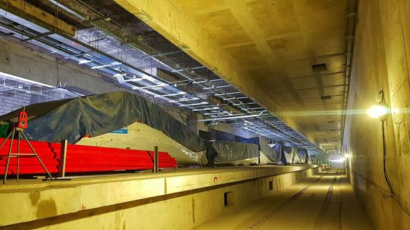 Metro số 1 Bến Thành - Suối Tiên sắp hoàn thiện ga Nhà hát TP - Ảnh 4.