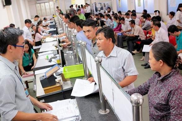 Bộ Nội vụ đề xuất tăng lương cán bộ, công chức thêm 110.000 đồng/tháng - Ảnh 1.