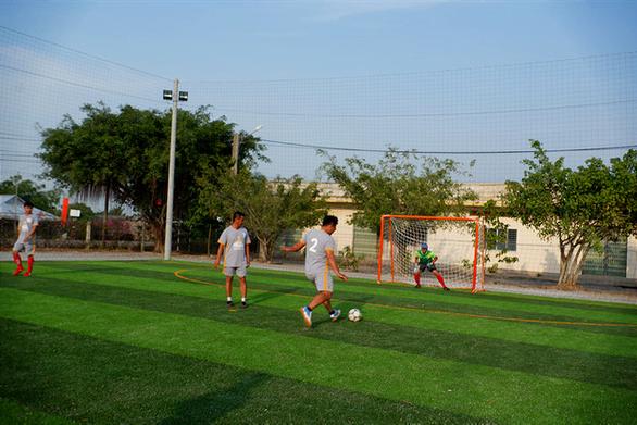 HEINEKEN Việt Nam xây sân bóng đá cộng đồng tại huyện biên giới Mộc Hóa - Ảnh 3.