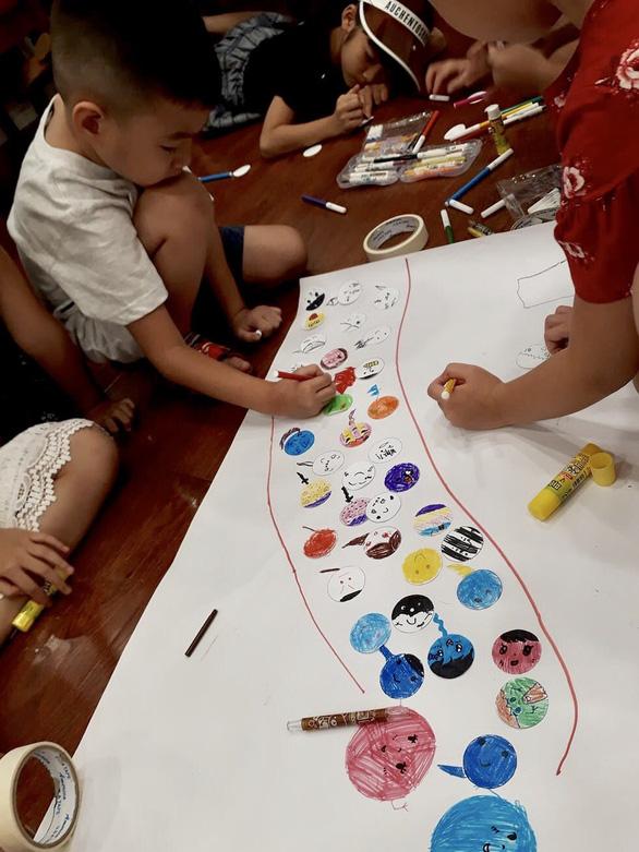 Học sinh vẽ chú tinh trùng và nàng trứng - Ảnh 1.