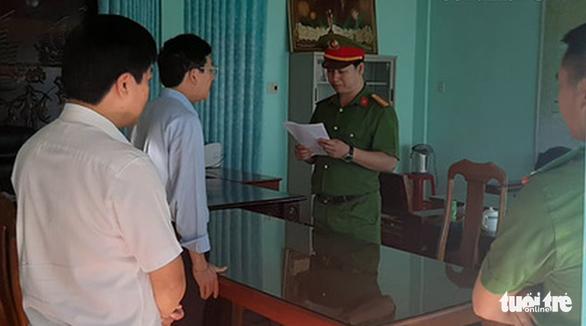 Bắt tạm giam chủ tịch huyện Đức Cơ để điều tra tội tham ô tài sản - Ảnh 1.