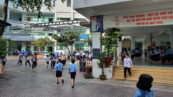Sở GD-ĐT TP.HCM yêu cầu báo cáo gấp vụ phụ huynh đánh nhau trong trường - Ảnh 1.