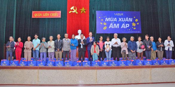 Heineken Việt Nam tặng 4.800 phần quà cho các gia đình khó khăn dịp Tết - Ảnh 1.