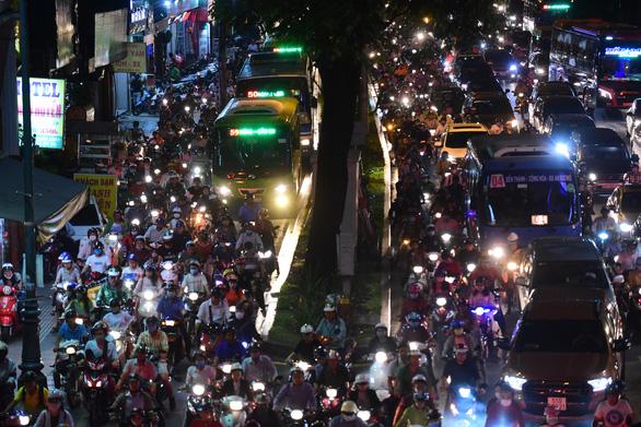 Nhiều phương án chống ùn tắc khu vực sân bay Tân Sơn Nhất dịp Tết Canh Tý - Ảnh 1.