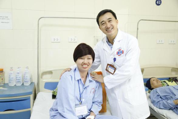 Nữ sinh viên bị ung thư thi duyên dáng được tặng 13 liệu trình thuốc đặc trị - Ảnh 3.