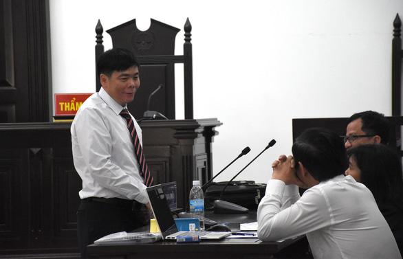 Bị cáo Trần Vũ Hải không vào phòng xử án, tòa hoãn phiên phúc thẩm - Ảnh 3.