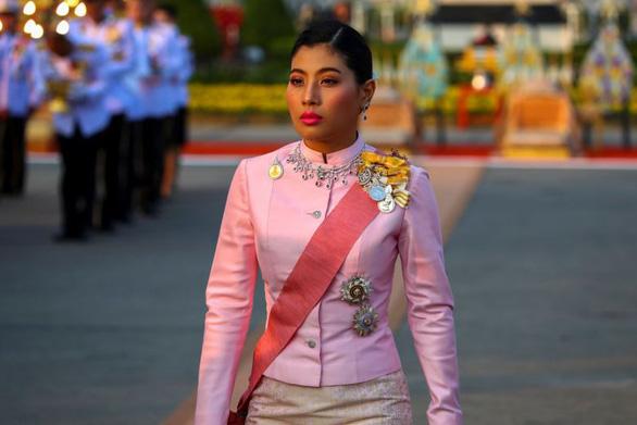 Người Thái bất ngờ dùng Twitter chỉ trích hoàng gia nhiều hơn - Ảnh 1.
