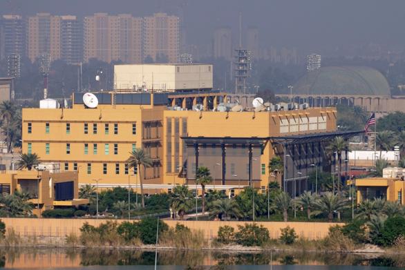 Khu vực có sứ quán Mỹ ở Iraq lại bị tấn công bằng rocket - Ảnh 1.