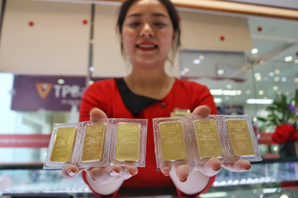 Cận tết, giá vàng trong nước lại cao hơn thế giới - Ảnh 1.
