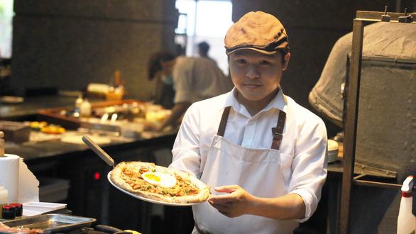 Pizza cơm tấm, bánh xèo taco, kem nước mắm ở Sài Gòn - Ảnh 1.