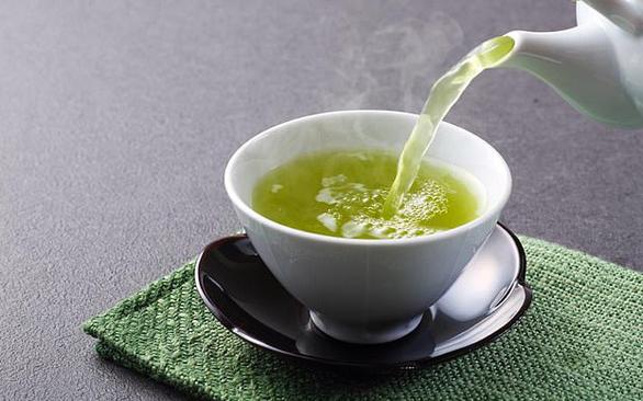 Chăm uống trà xanh, tăng thêm 1,5 năm tuổi thọ - Ảnh 1.