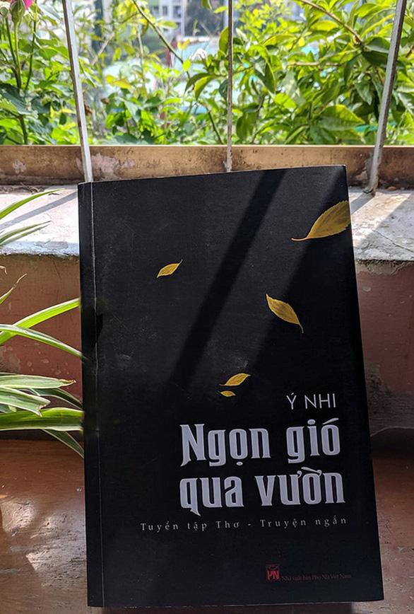 Nhà thơ Ý Nhi:  Làm nghệ thuật,  không nên xu thời - Ảnh 2.
