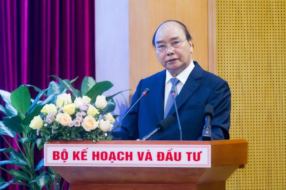 Thủ tướng Nguyễn Xuân Phúc: Đầu tư công còn bóng dáng ban phát - Ảnh 1.
