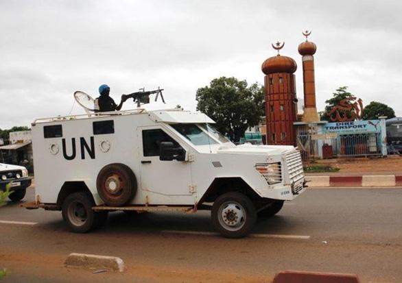 Căn cứ Liên Hiệp Quốc tại Mali bị bắn rocket, 20 người bị thương - Ảnh 1.