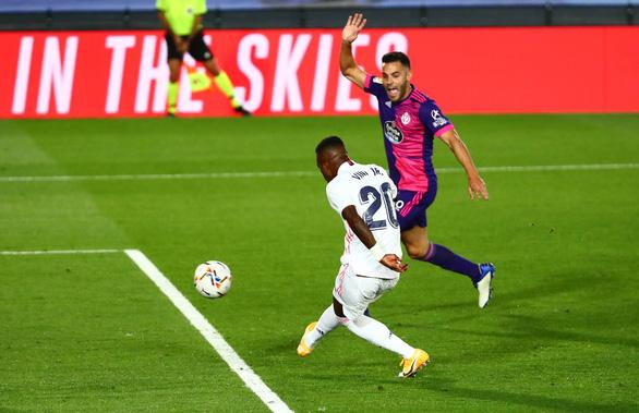 """""""Siêu dự bị' Vinicius tỏa sáng, Real Madrid chật vật vượt ải Valladolid - Ảnh 1."""