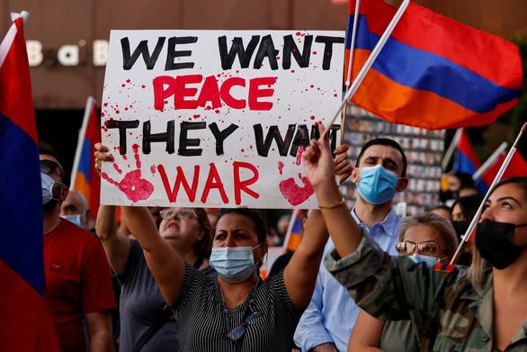 Pháp, Nga, Mỹ kêu gọi Azerbaijan và Armenia ngừng bắn ngay lập tức - Ảnh 1.