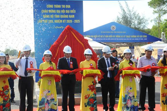 Thông xe kỹ thuật tuyến đường ven biển đi sân bay Chu Lai hơn 1.400 tỉ đồng - Ảnh 1.