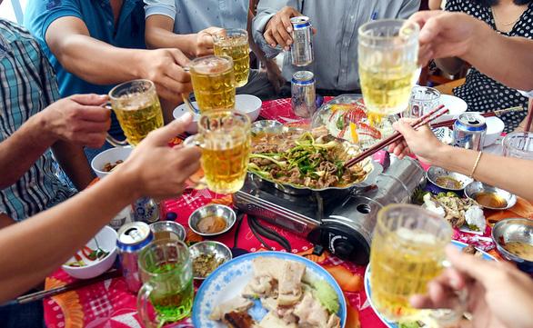 Ai hay ép người khác uống rượu bia chú ý: Bị phạt nguội như vi phạm giao thông - Ảnh 1.