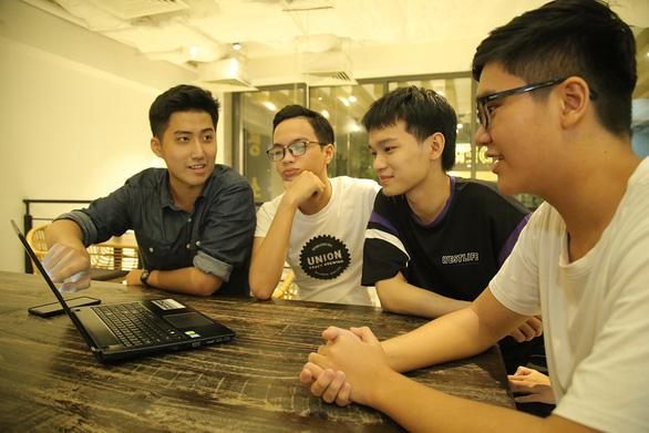 Bạn trẻ ở vùng dịch làm phần mềm chống ngủ gục khi học online - Ảnh 1.