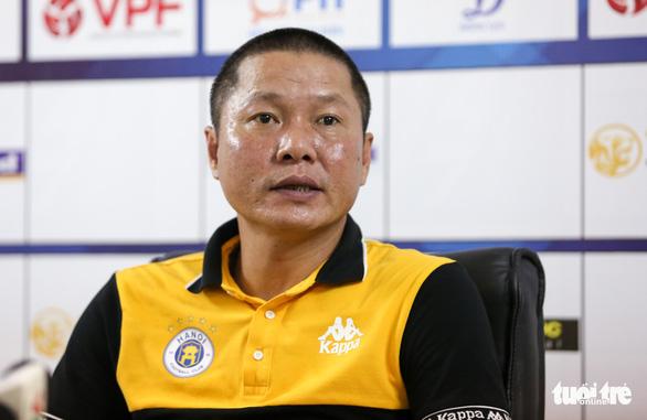 HLV Chu Đình Nghiêm thất vọng vì học trò không thoát được lối chơi ru ngủ của Thanh Hóa - Ảnh 1.
