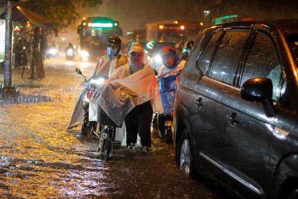 TP.HCM cùng Nam Bộ mưa nhiều hơn trong 10 ngày đầu tháng 10 - Ảnh 1.
