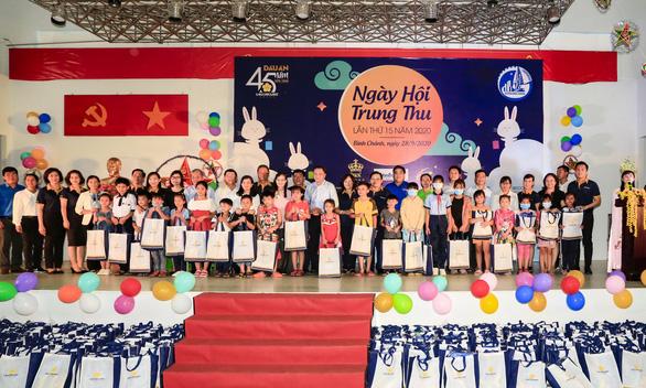 Saigontourist Group mang tết Trung thu đến học sinh nghèo ngoại thành - Ảnh 1.