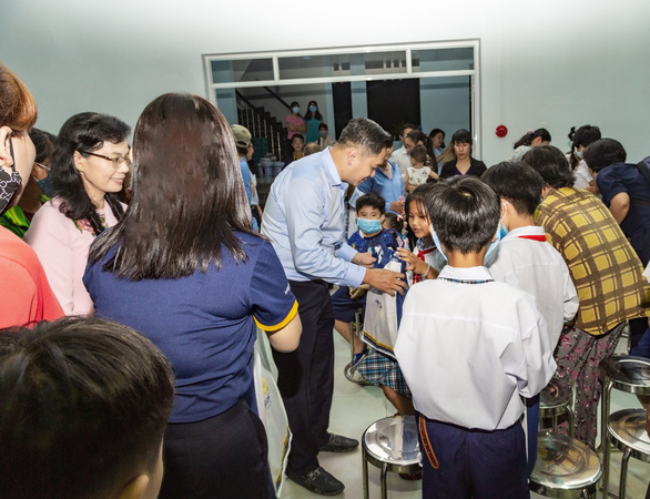 Saigontourist Group mang tết Trung thu đến học sinh nghèo ngoại thành - Ảnh 3.