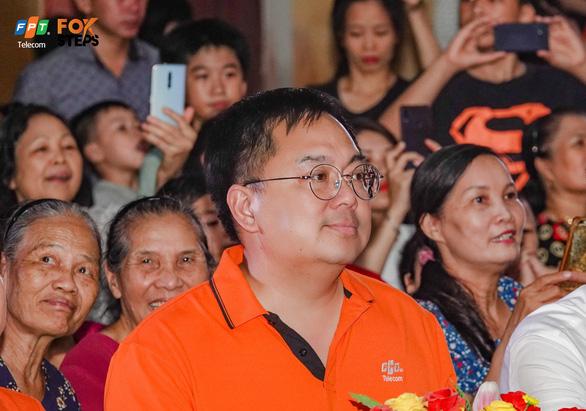 ông hoàng nam tiến - chủ tịch hđqt fpt telecom vui mừng khi sân chơi foxsteps có thêm nhiều hoạt động ý nghĩa cho người dân địa phương (1)