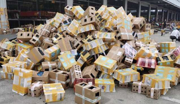 5.000 thu cung 'dat mua qua mang' chet trong thung cactong o Trung Quoc