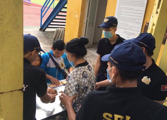 Hà Nội gặp TP.HCM có nhiều tuyển thủ quốc gia, ùn ùn xếp hàng mua vé - Ảnh 2.